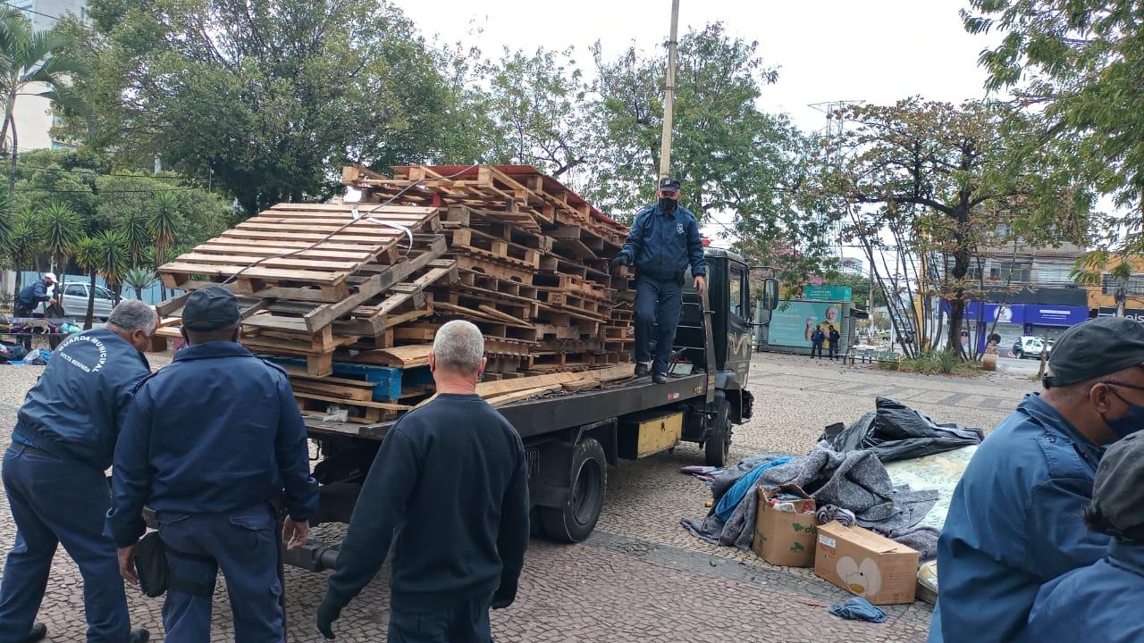 Estrangeiros em situação irregular são encaminhados à PF em Volta Redonda