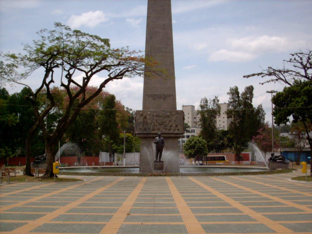Campanha para arrecadação de alimentos em Volta Redonda terá drive-thru na Praça Brasil, neste domingo, dia 16